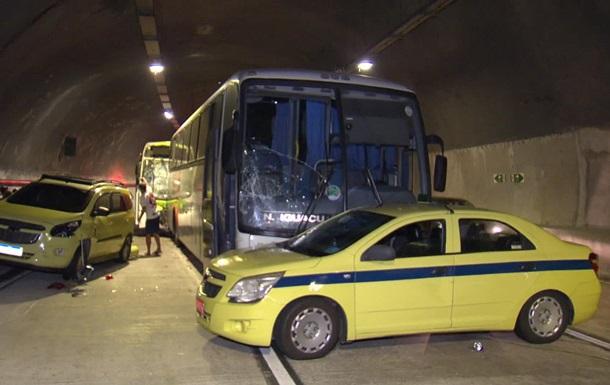 У Ріо-де-Жанейро понад 50 людей постраждали у великій ДТП