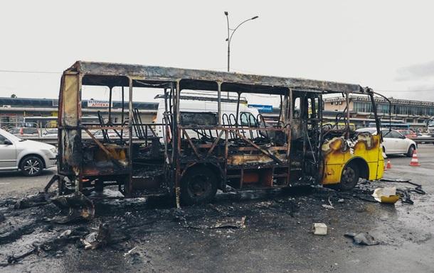 У Києві вибухнула приміська маршрутка