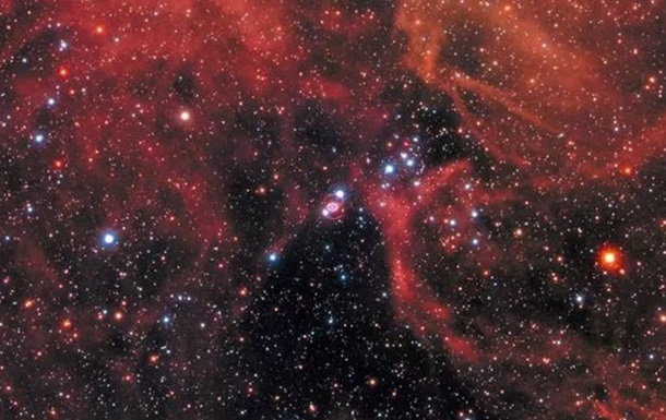 "Hubble снял умирающую в ""огненном шторме"" звезду"