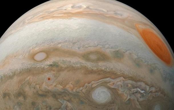 Ученые заподозрили Юпитер в космическом 'каннибализме'