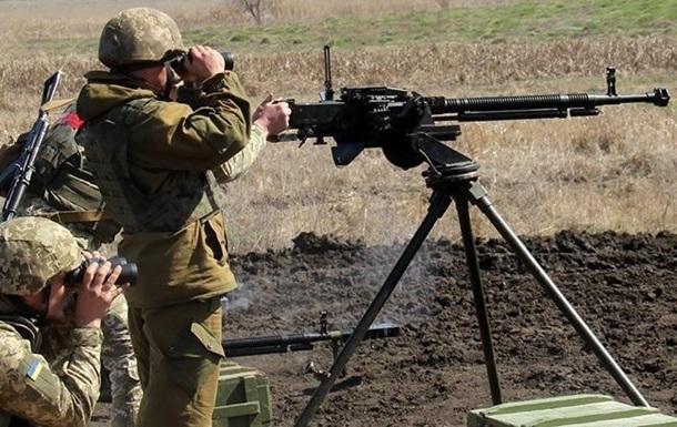 Доба на Донбасі: 12 обстрілів, без втрат