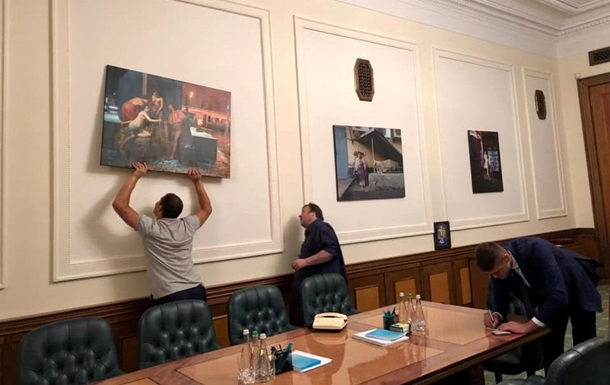 Офіс президента прикрасили картиною із шаурмою