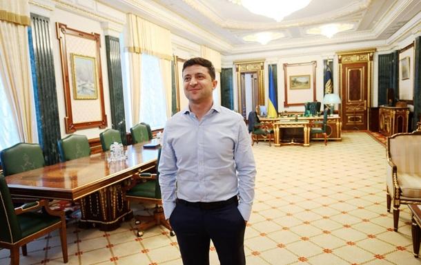 Обнажёнка, шаурма и пингвины: Зеленский украсил свой офис