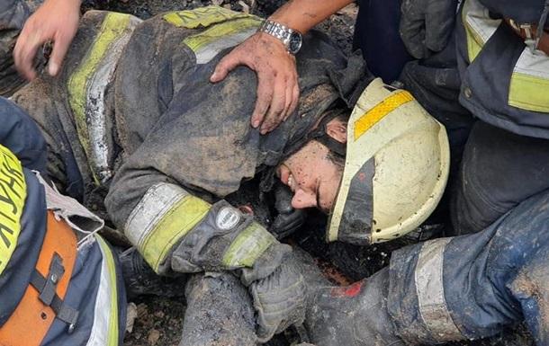 На пожежі в Дніпрі завалило трьох рятувальників
