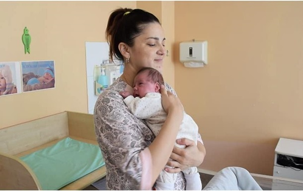 У Казахстані жінка народила двох дітей з різницею у два місяці