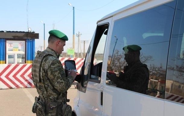 Прикордонники зі стріляниною зупинили машину, що їхала до кордону