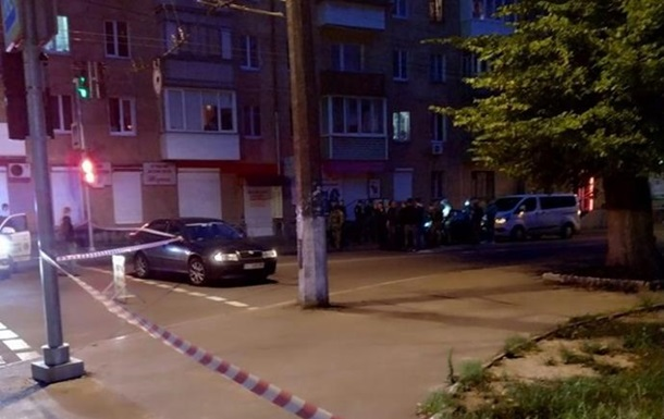 У Чернігові вбили двох людей і вкрали автомобіль