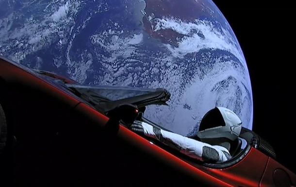 Космическая Тесла  облетела вокруг солнца