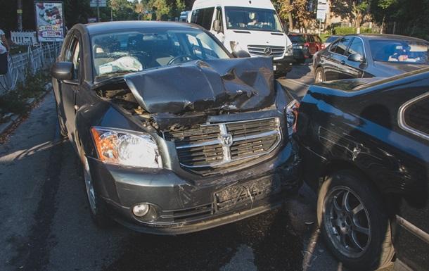 Вцентре столицы Украины Range Rover влетел втолпу: первое видео