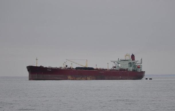 Два украинских моряка умерли на танкере в Черном море – СМИ
