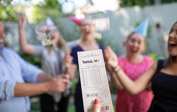 Друзья 10 лет играли в лотерею и сорвали джекпот