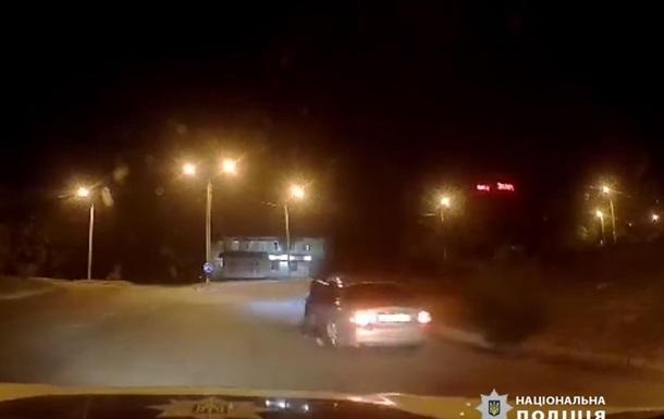 У Дніпрі водій протягнув по дорозі поліцейського