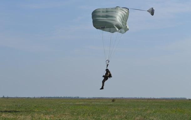В Черниговской области испытывают американские парашюты
