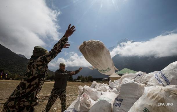 Непал заборонив одноразовий пластик при сходженні на Еверест