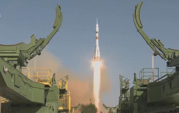 Россия запустила ракету Союз с роботом на борту
