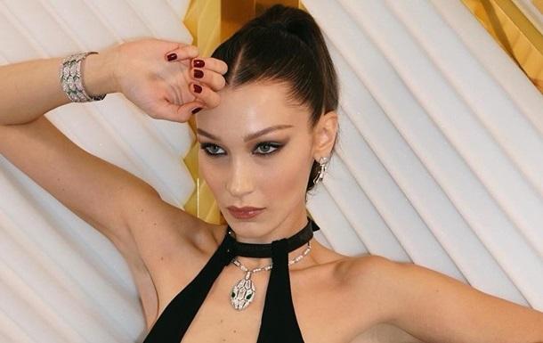 Супермодель Белла Хадид снялась в откровенном купальнике