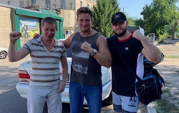 Трое россиян проходят процедуру оформления обмена - адвокат