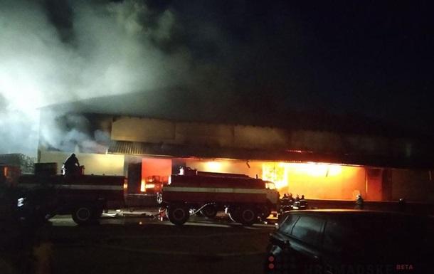 В Полтаве потушили масштабный пожар на складе Новой почты