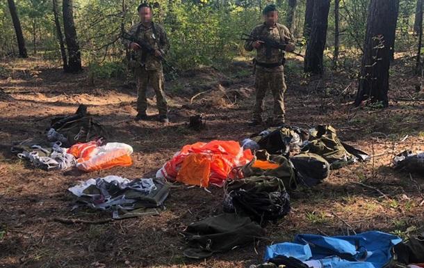 В Україну намагалися ввезти контрабандні парашути з Росії
