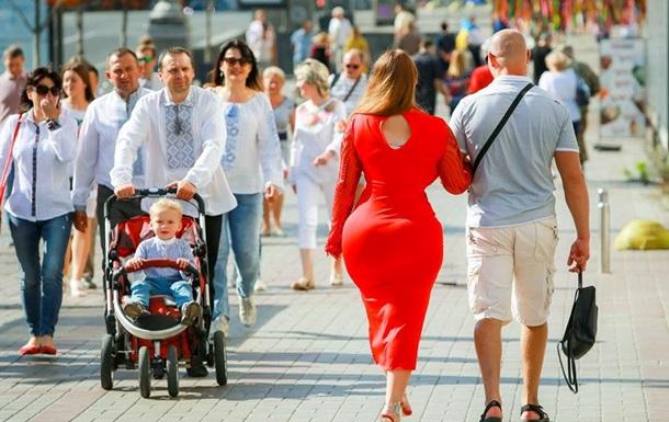 «Девушка в красном» с «попой как у Ким» поразила украинцев в самое сердце