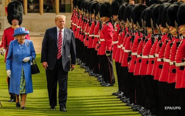 Єлизавета II поскаржилася на Трампа, який зіпсував її газон