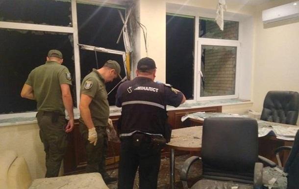 Поліція вважає терактом обстріл будівлі в Києві