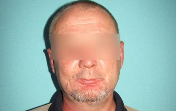 Під Києвом чоловік вдарив поліцейського ножем