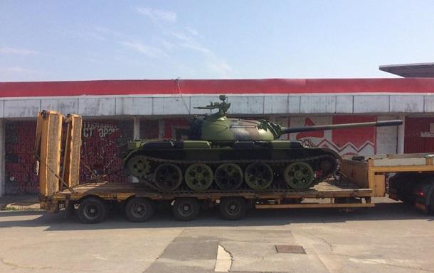 Сербские ультрас привезли к стадиону танк