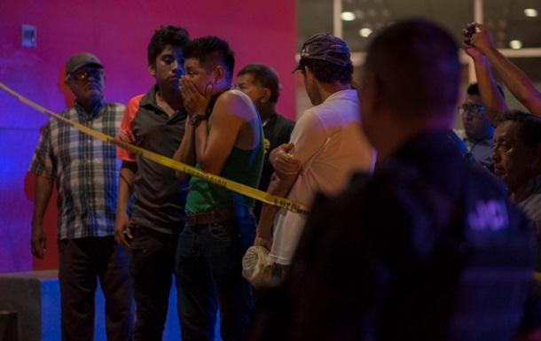 В Мексике бар забросали  коктейлями Молотова , погибли 23 человека