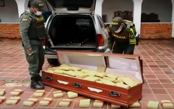 Наркодельцы пытались провезти в гробах 300 кг марихуаны