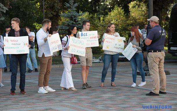 Под Радой проходят несколько акций протеста