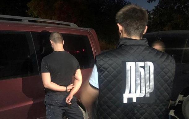 На Буковине задержали полицейского за сбыт наркотиков