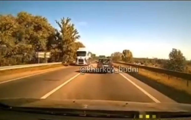 Обрушение моста в Харькове попало на видео