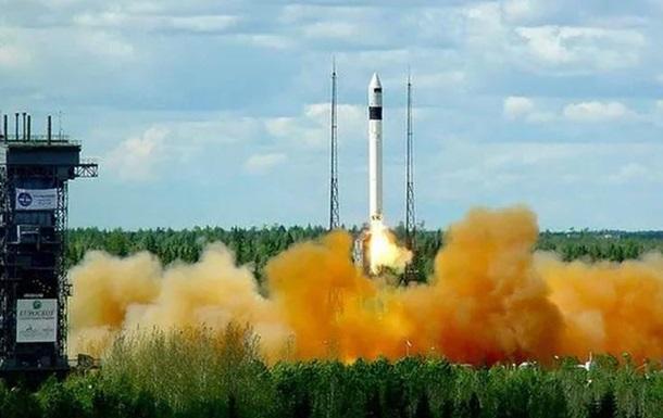 Росія запустила ракету Рокот з військовим супутником