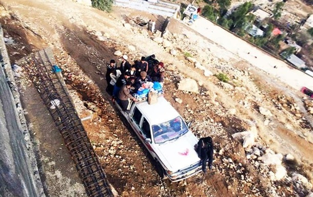 При обваленні моста в Пакистані загинули десятки людей