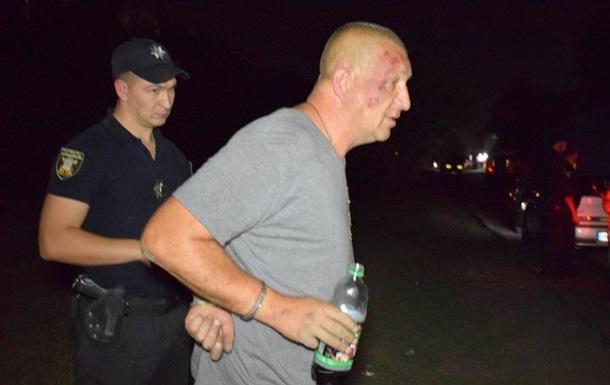 В Николаеве пьяный таксист напал на полицейских