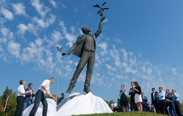 У Києві відкрили пам ятник Сікорському