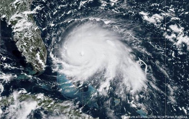 Ураган Доріан у США: 830 тисяч жителів готують до евакуації