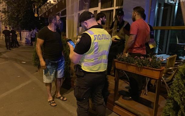 Конфлікт відпочивальників та власника кафе в Києві закінчився стріляниною