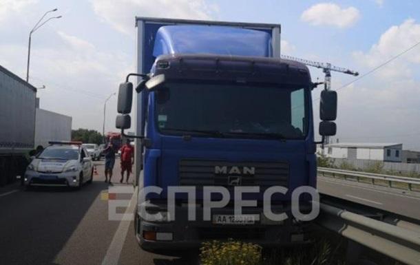 У Києві водій вантажівки помер під час руху