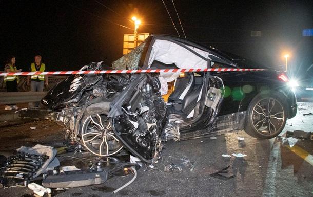 На мосту в Києві лоб в лоб зіткнулися два авто
