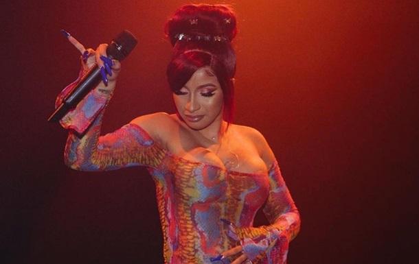 Cardi B станцевала откровенный тверк на концерте