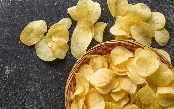 Британский подросток ослеп и оглох из-за  чипсовой диеты