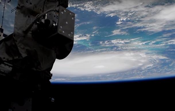 У НАСА показали ураган з космосу