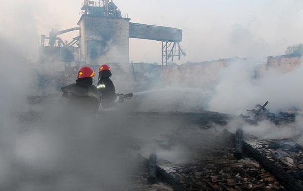 У Хмельницькій області згоріли два зерносклади