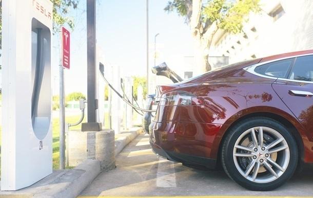 Мировые продажи электромобилей снизились впервые в истории