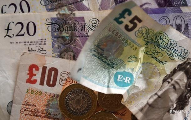 Британський фунт впав до трирічного мінімуму