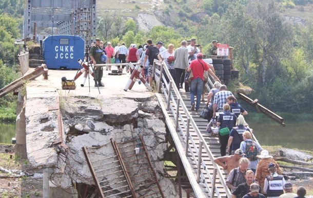 Україна завершила демонтаж укріплень біля моста в Станиці Луганській