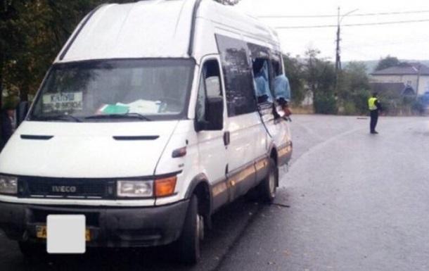 В Ивано-Франковской области маршрутка столкнулась с фурой