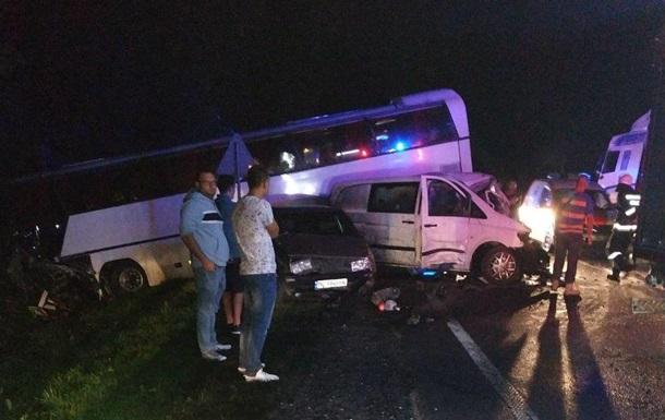 У Львівській області сталася масштабна ДТП: постраждали 12 дітей